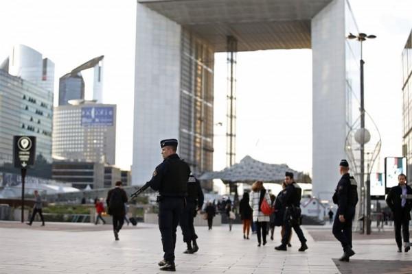 Policías franceses en las calles durante el estado de emergencia. | REUTERS