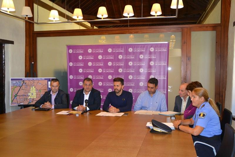 El alcalde, el edil de Seguridad y representantes del transporte. / DA