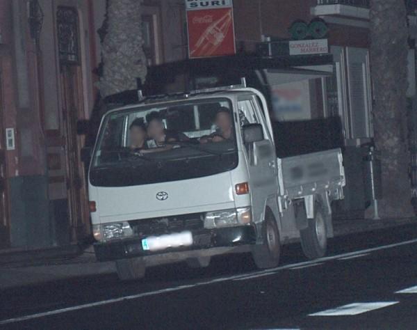 Imagen de los menores huyendo de la policía. | CEDIDA