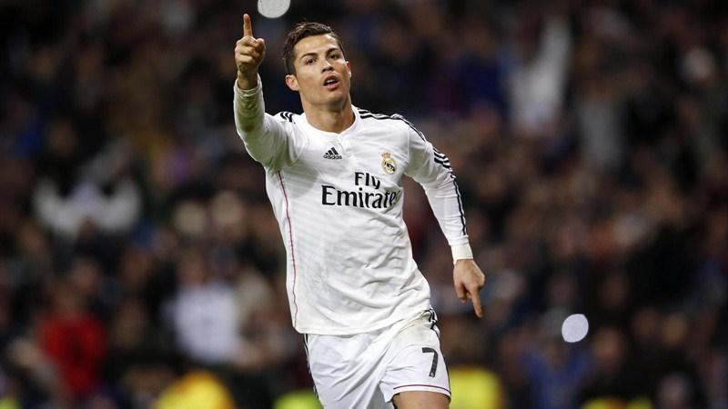 Cristiano Ronaldo El crack portugués no pasa por su mejor momento. Los rumores que apuntan a una posible salida al PSG al final de curso y sus discrepancias con Rafa Benítez han debilitado su influencia en el juego.