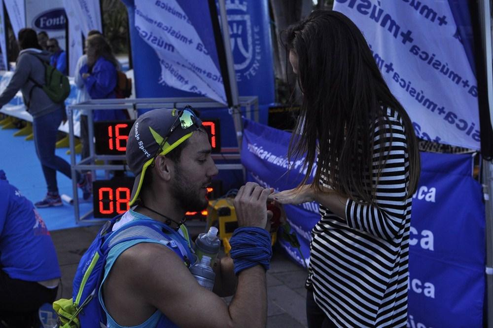 """La segunda pareja en darse el """"sí quiero"""" en la Bluetrail. / TENERIFE BLUETRAIL FACEBOOK"""