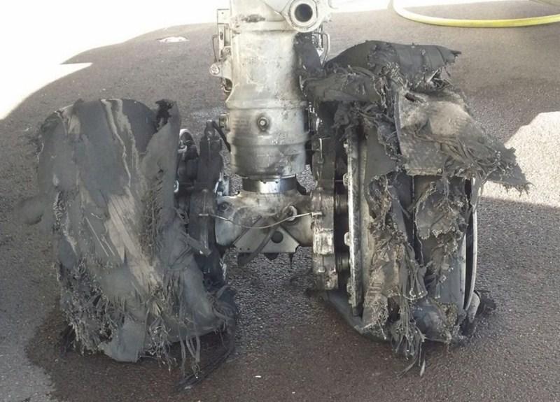 La rotura de  dos neumáticos en un despegue del aeropuerto del sur de Tenerife ha provocado vuelos desviados y cancelaciones. / CONTROLADORES AÉREOS