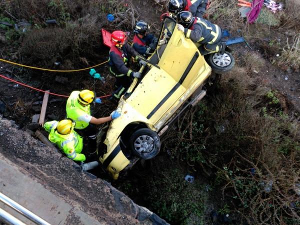 Efectivos de Bomberos y servicios de emergencia durante las labores de rescate. | L@S JARDINER@S