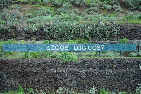 El cartel de la autopista al que hace referencia Loro Parque.   ANONIMAN