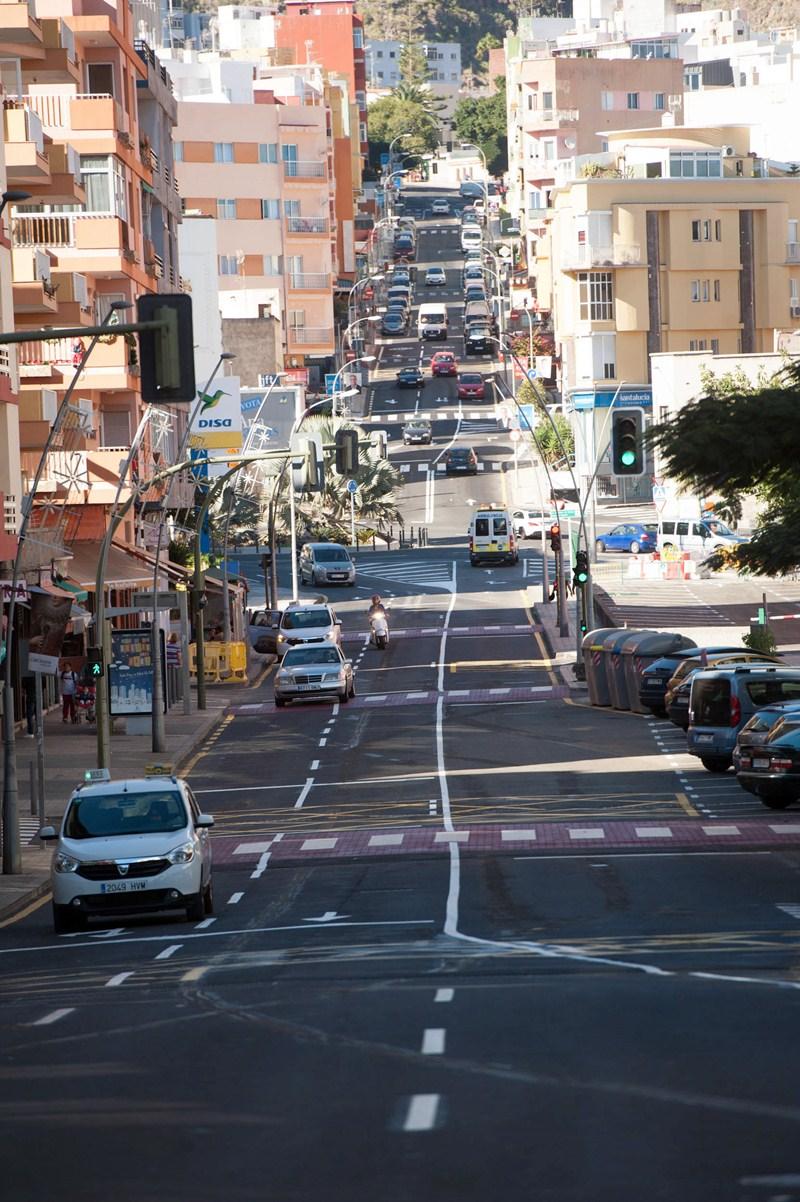El tráfico volvió a circular con normalidad ayer por la capitalina avenida de Venezuela. / FRAN PALLERO