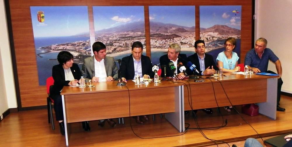 El acto contó con la presencia del vicepresidente del Cabildo, Aurelio Abreu, y de seis mandatarios municipales. | DA