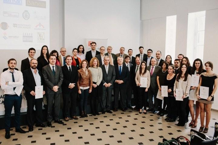 Foto de familia de los últimos galardonados con las becas de investigación que concede la Fundación Universitaria de Canarias. / DA