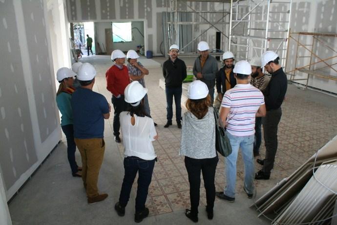 Miembros del Gobierno municipal y de la oposición visitaron esta semana las obras del viejo cine. / DA