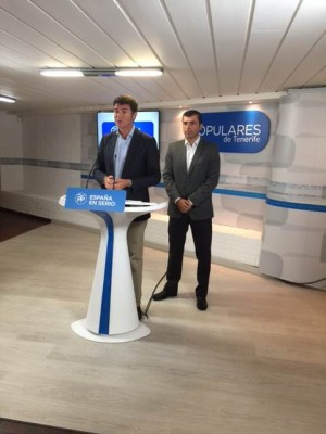 Guillermo Díaz Guerra y Manuel Domínguez, en la sede del PP. | DA
