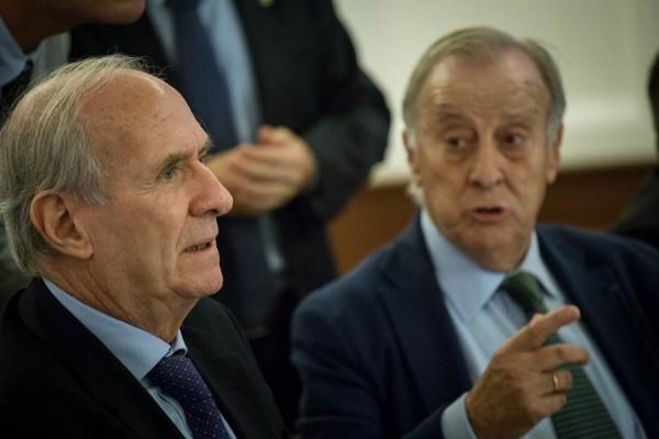En primer término, el nuevo presidente de la APEB, Laurent de Meillac, y el saliente, Leopoldo Cólogan. | DA