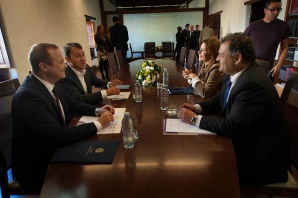 Los cuatro alcaldes, ayer en su primera reunión. | FRAN PALLERO