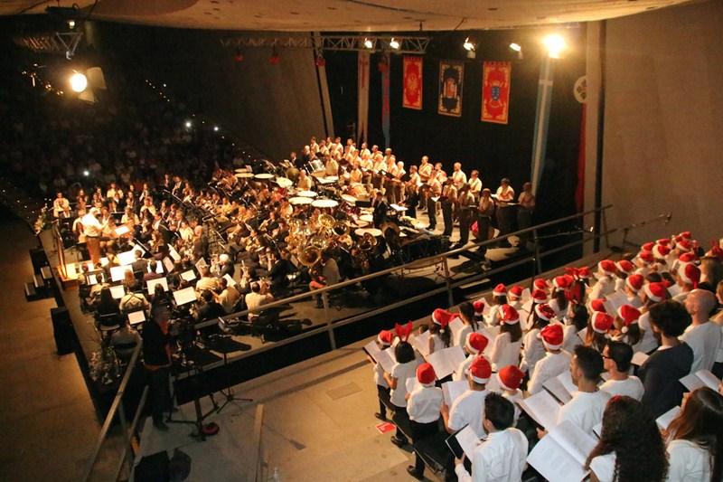 Actuación de las tres bandas de música y del coro infantil de la Escuela de Música. / DA