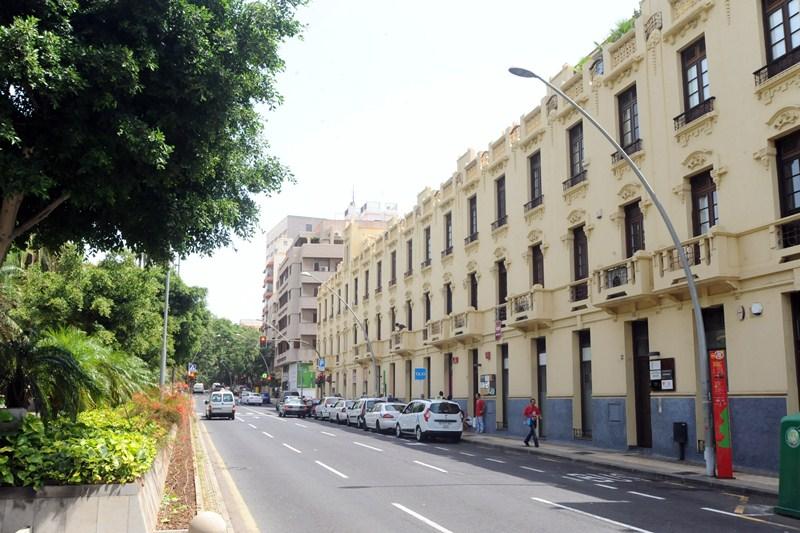 La actuación en Méndez Núñez se realizará desde la plaza de Fernando Pessoa hasta su intersección con las Ramblas de Santa Cruz. / J. GANIVET