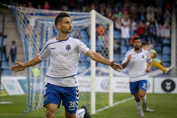 Omar celebra el tanto conseguido frente al Girona. | ANDRÉS GUTIÉRREZ