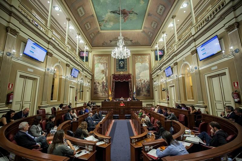 El pleno del Parlamento de esta semana incluye 23 preguntas, 10 comparecencias y siete PNL. / ANDRÉS GUTIÉRREZ