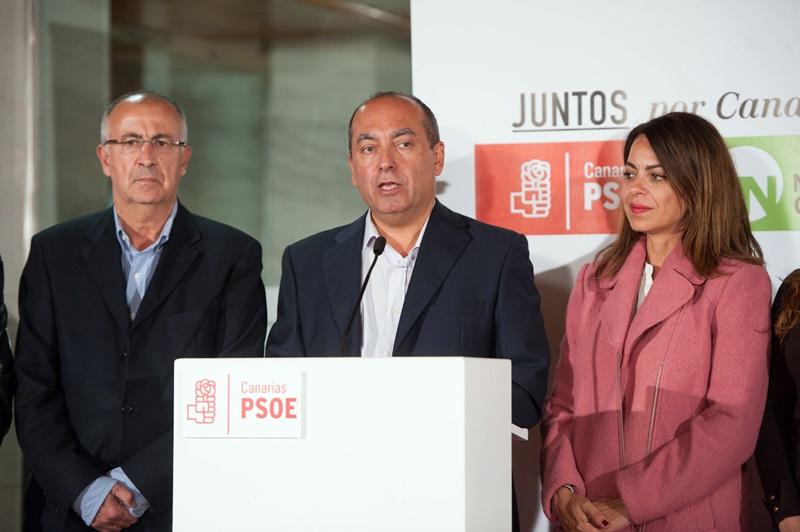 El secretario de Organización del PSOE, Julio Cruz, compareció para valorar las elecciones. / FRAN PALLERO