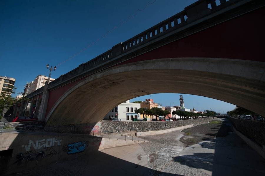 El puente Serrador es el más joven de los tres en revisión               y data de 1944. / reportaje fotográfico: FRAN PALLERO