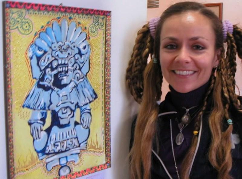 La artista estadounidense, junto a una de sus obras. / writerebecca.blogspot.com