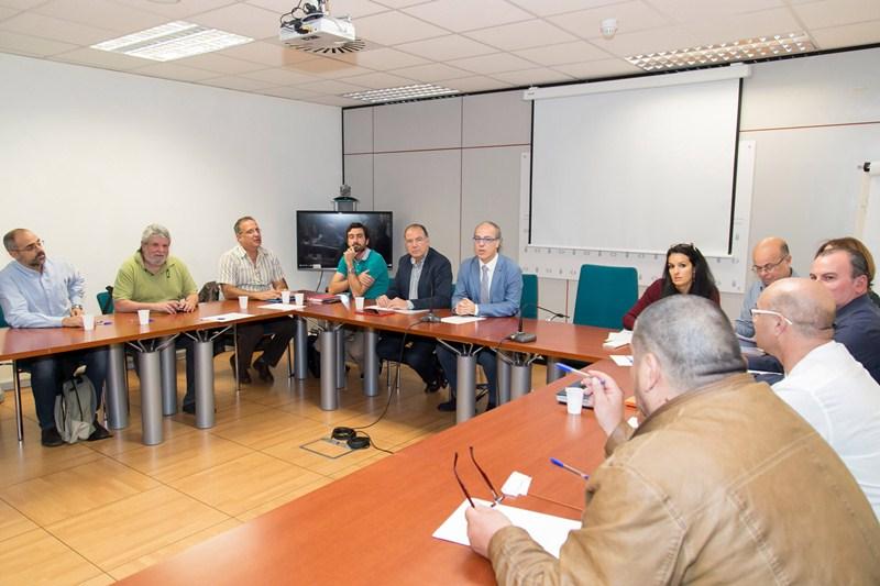La Mesa Sectorial, presidida por el consejero Jesús Morera, se celebró ayer en Santa Cruz de Tenerife. / DA