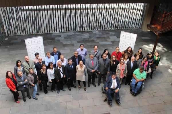 Representantes de los colectivos galardonados con la ayuda estuvieron presentes ayer en la sede de Presidencia en la capital tinerfeña. | DA
