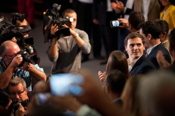 Rivera, dirigiéndose al público que no cabía en la sala de cámara del Auditorio Adán Martín, y que siguió el acto luego por una pantalla. | FRAN PALLERO