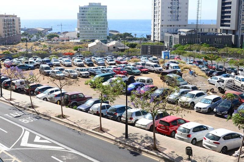 Las bolsas de aparcamientos disponibles se encuentran lejos del centro de la ciudad. / SERGIO MÉNDEZ