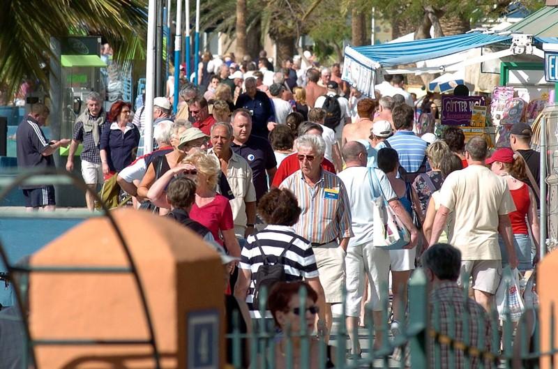 Municipios turísticos como Adeje han quintuplicado su población desde 1990. / DA