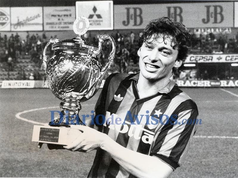 Aldo Serena, con el trofeo conquistado en el Heliodoro| DA
