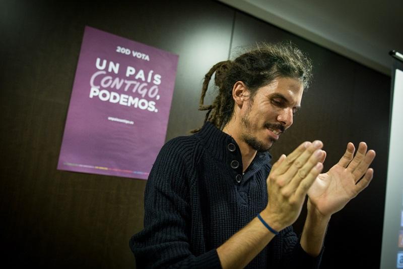 Alberto Rodríguez, ayer, celebrando los resultados obtenidos por Podemos en Canarias. / ANDRÉS GUTIÉRREZ