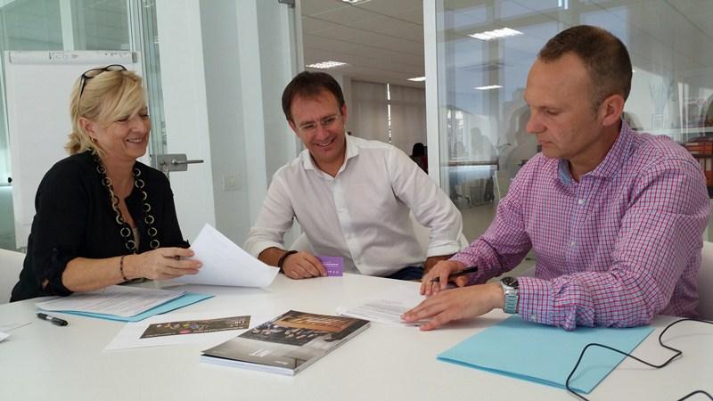 El acuerdo fue suscrito por Tina Snock, Sergio Rodríguez y Omar Hernández. / DA