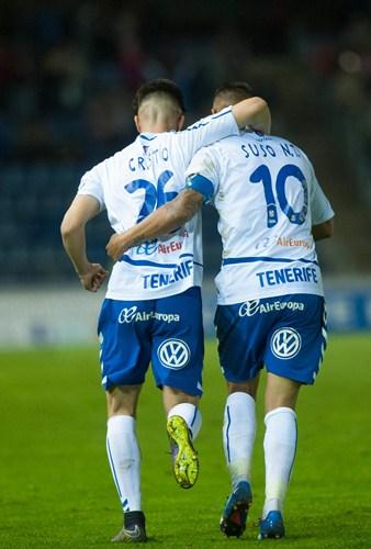 Tras recibir un gol en el primer minuto, Cristo González y Omar                            Perdomo logran darle la vuelta al marcador en el 63 y en el 64. / FRAN PALLERO