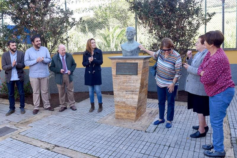 Reposición del busto en honor a Fermín Cedrés. / SERGIO MÉNDEZ