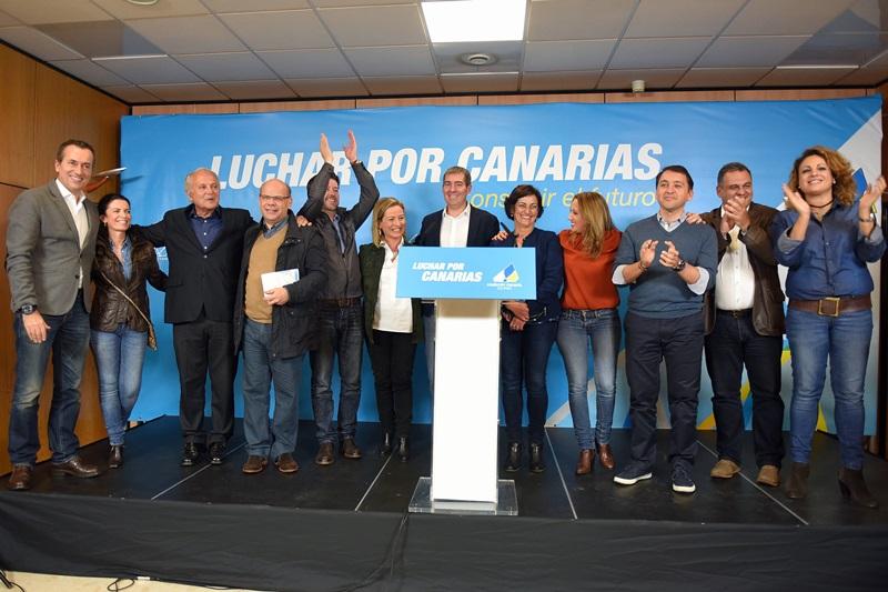 La familia de CC se pronunció ante los medios en la sede de campaña después de conocer los resultados electorales. / SERGIO MÉNDEZ