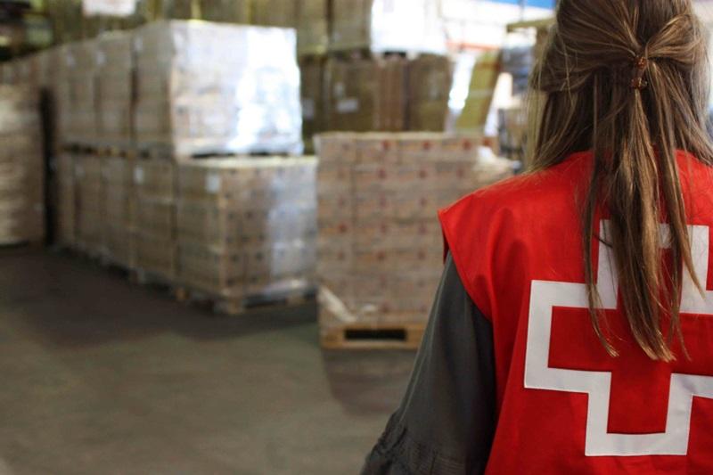 Cruz Roja entregó en la última semana 16.500 euros en vales de supermercados a familias del Sur. / DA