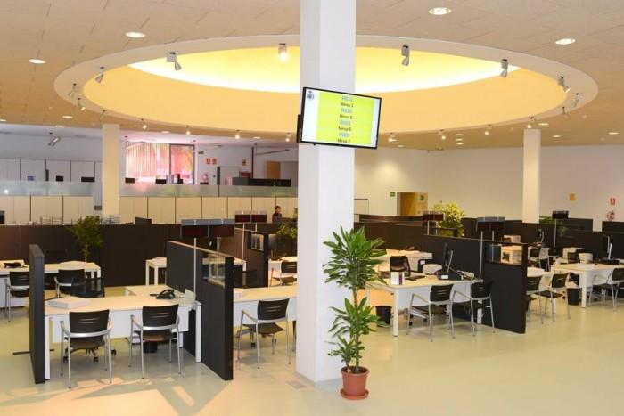 La inversión en tecnología para mejorar la atención al público es uno de los objetivos del Ayuntamiento. | S. M.
