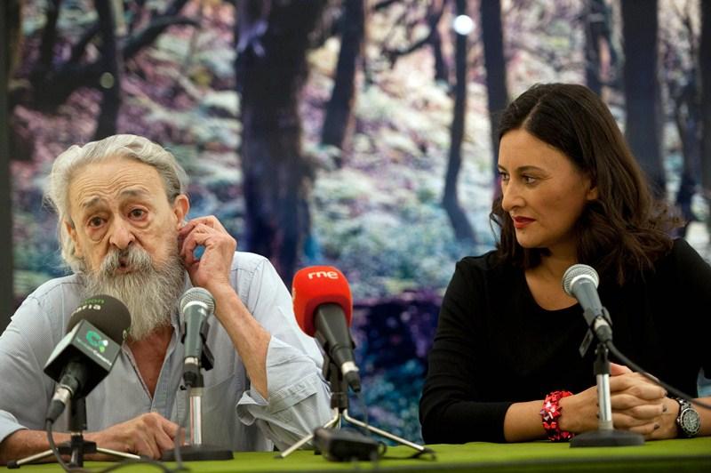 Luis Alemany y Dulce Xerach, ayer, en el Círculo de Bellas Artes de Tenerife. / FRAN PALLERO
