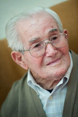Manuel Yanes Plasencia, conocido en el municipio como 'Manolo el de las inyecciones', cumple hoy 100 años. / F.P.
