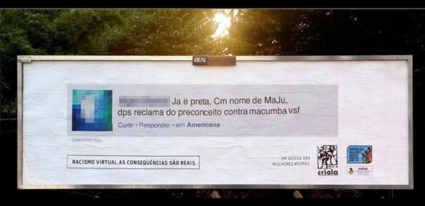 Trolls racistas ven cómo sus mensajes se muestran en carteles cerca de sus casas