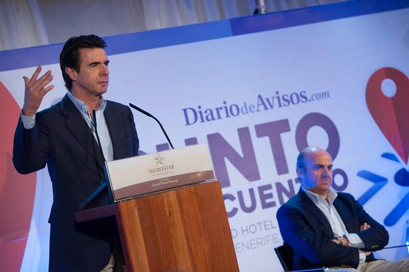 El ministro Soria fue el encargado de presentar a Luis de Guindos. / FRAN PALLERO
