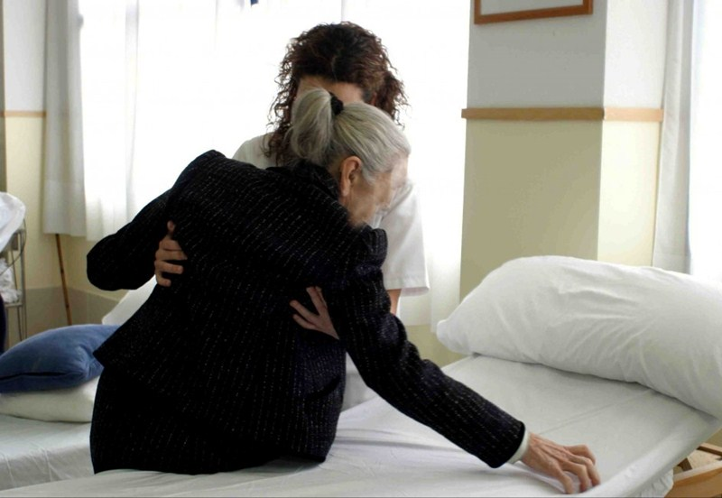 Los cuidadores de dependientes tienden a profesionalizarse. / DA