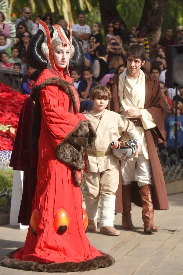 Numerosos fans de Star Wars se reunieron ayer en el Reloj de Flores para disfrutar de la exhibición. | S. MÉNDEZ