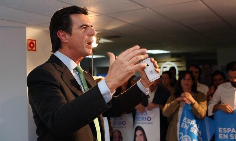 José Manuel Soria destacó el triunfo de los populares en las elecciones generales y en Canarias, pero reconoció que su partido debía tomar nota de los errores cometidos. / EFE