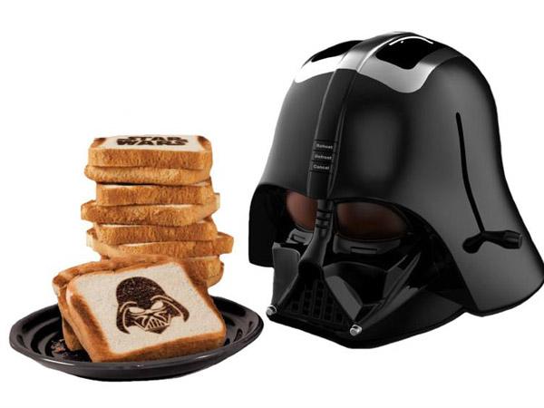 Tostadora de pan con casco de Darth Vader: 49,95 euros.