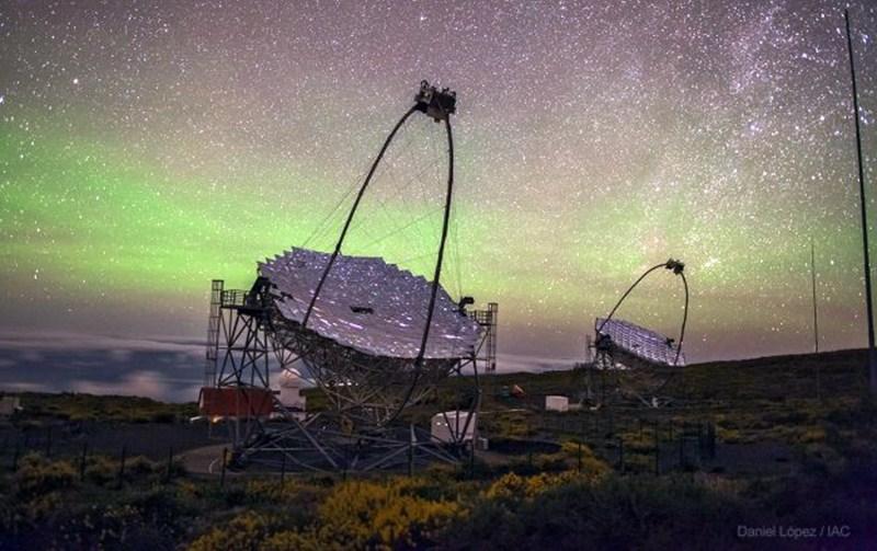 Las observaciones se realizaron desde los telescopios gemelos MAGIC, en el Roque de los Muchachos. / IAC