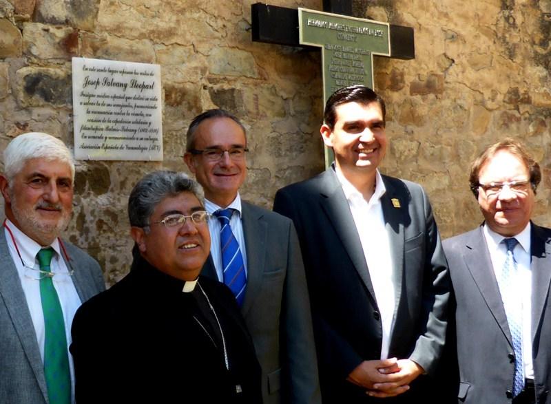 El jefe de Epidemiología del SCS, Amós García Rojas (d), participó en el homenaje al doctor Salvany. / DA