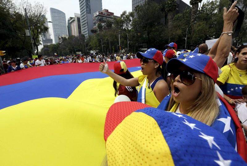La oposición llega a la jornada electoral con amplias posibilidades de obtener una victoria, después de 16 años de dominio chavista. / REUTERS