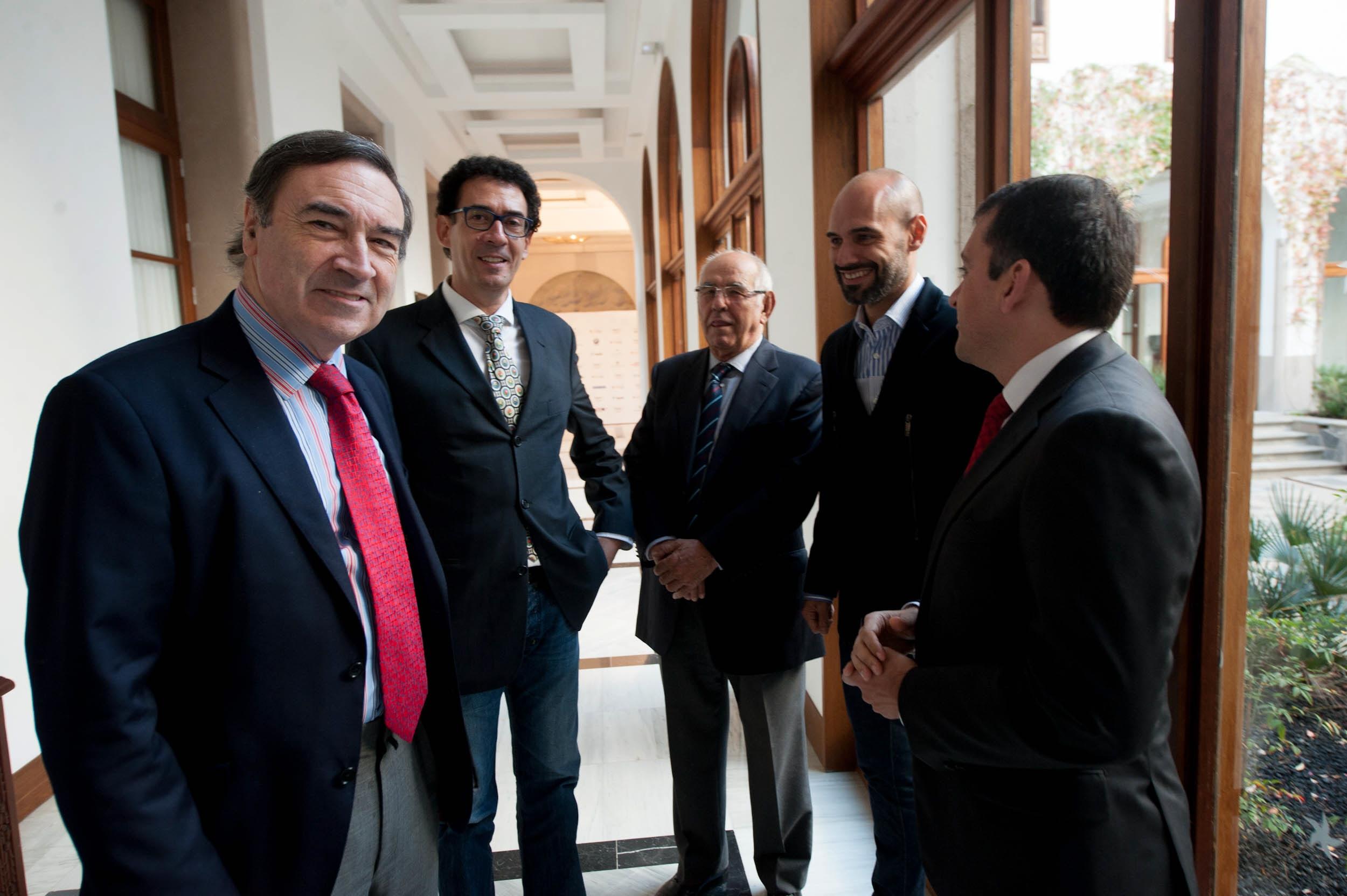 Pedro J. Ramírez, con  Lucas Fernández, Elías Bacallado padre e hijo y José Manuel Bermúdez. / F. P.