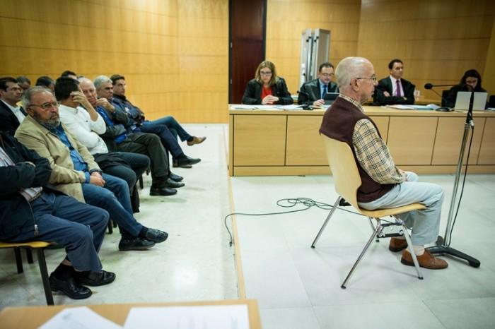 El supuesto empresario que hacía de intermediario para el cobro de comisiones, Arsenio Zamora, declaró ayer negando el delito de cohecho que se le imputa. / ANDRÉS GUTIÉRREZ