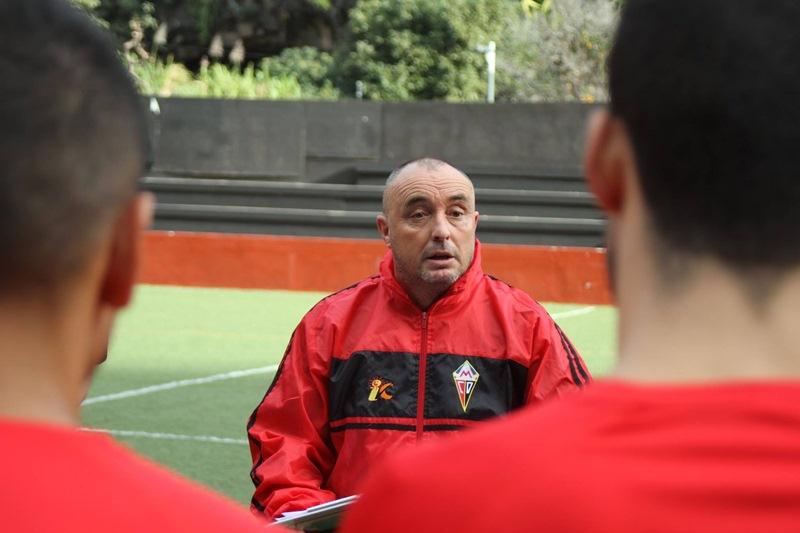 Josu Uribe,  entrenador del Club  Deportivo Mensajero. / CD MENSAJERO