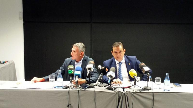Mena (d) y Reverón, en la rueda de prensa celebrada ayer en el hotel H-10 Conquistador. / DA